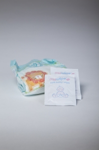 Pampers Junior (Size 5) Nappy and 2 Wipes