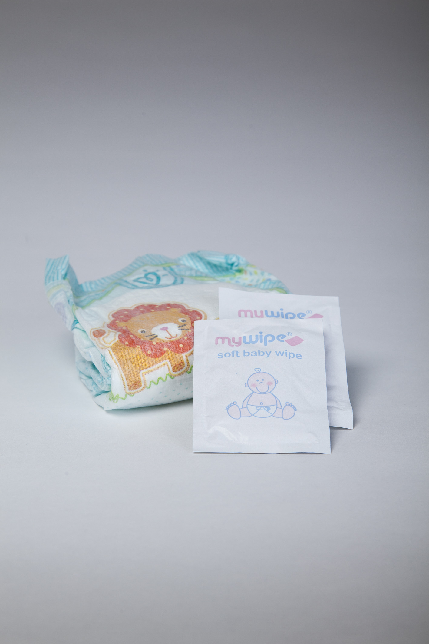 Pampers Midi (Size 3) Nappy and 2 Wipes
